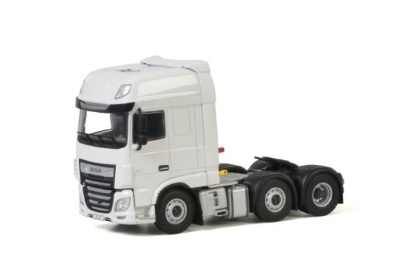 white-line-daf-xf-super-space-cab-my201